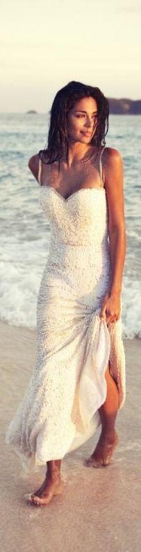 """stare a piedi nudi sulla sabbia e mi piace l'idea """"abito da sera"""" anche sulla spiaggia"""