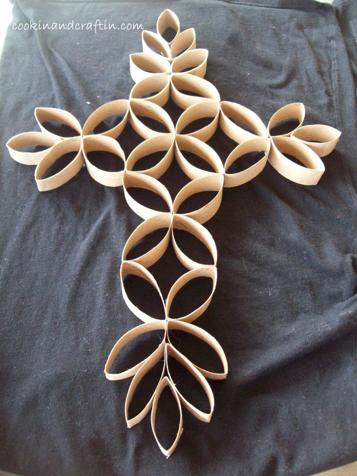 Cross Wall Hanging using tissue paper rolls