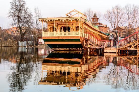 A Trip To Kashmir With Naaz Kashmir Houseboats................ https://naazkashmirblog.wordpress.com/2016/08/09/a-trip-to-kashmir-with-naaz-kashmir-houseboats/