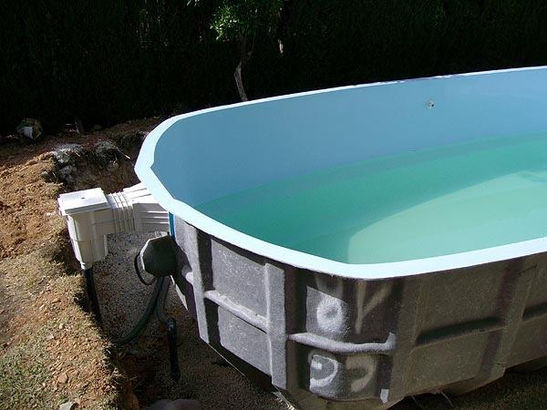 Llenado de agua y el exterior de grava