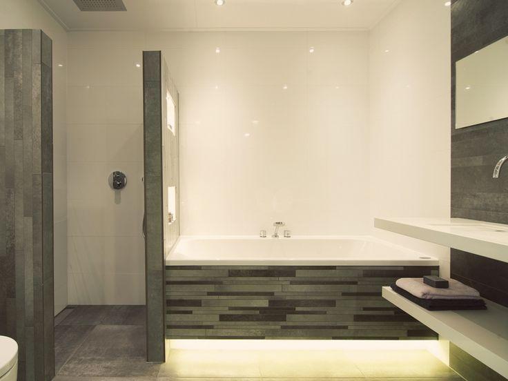 Simpel en moderne inspiratie. Heeft u een betrouwbare vakman nodig voor uw badkamer ga dan naar www.Klusopmaat.nl