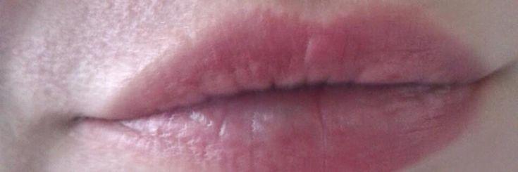 Het aanbrengen van lipstick vormt een belangrijk onderdeel bij de make up. De donkere tinten verbeteren onze look.Het regelmatige gebruik van lipstick zal er echter voor zorgen