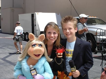 Mike Johnson, Miss Piggy , Pepe the King Prawn and Holly Bonelli ...