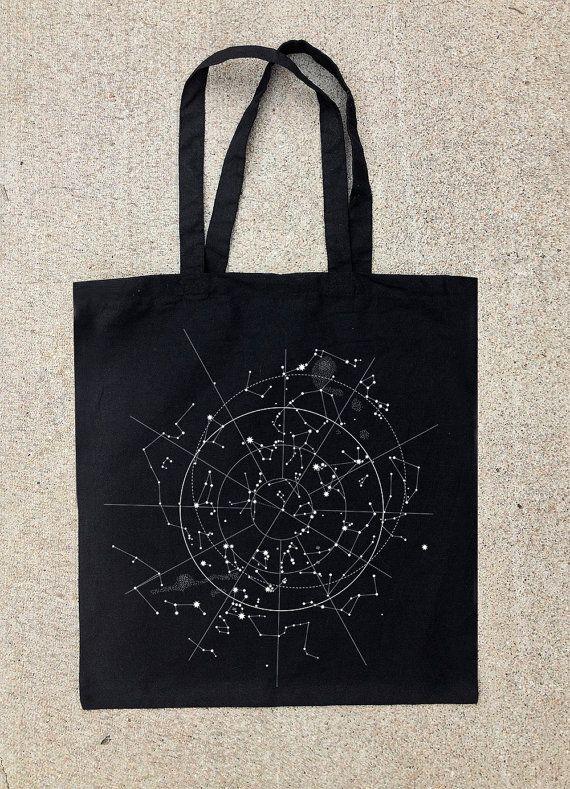Hemelse Kaart van de nachtelijke hemel  Tote door CrawlspaceStudios