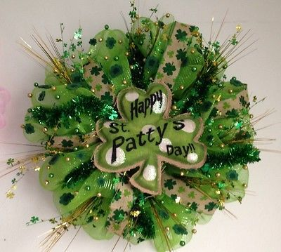 St Patricks DAY DECO MESH DOOR WREATH - Luck Of The Irish - Green Burlap Clover