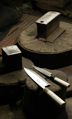 Knife makers from Aomori, whose technique has passed down since the days of the #Samurai. Nigara is one of the surviving historical blacksmith shops in their region. They have kept the traditional techniques alive. Being committed to high-quality blade forging for centuries, the folding and hammering of iron and steel produces a distinctive beauty in each knife they make. #knife #sushi #handcrafted #handmade #forging #knives #kitchen #cooking #luxury #Japan #Zenpuls