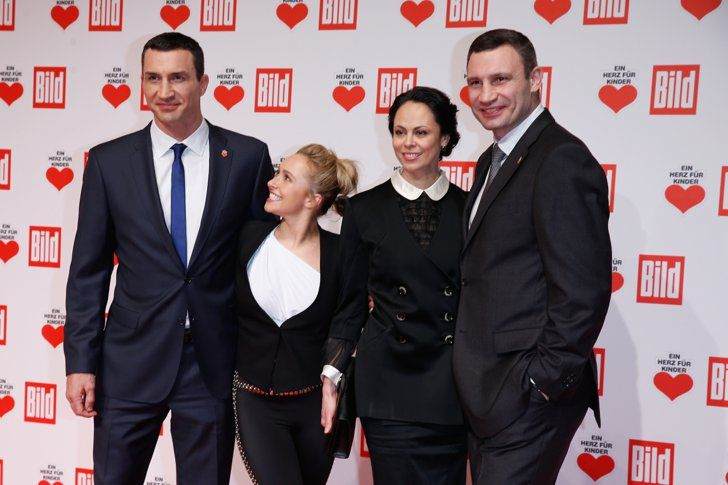 Pin for Later: Hayden Panettiere Is Adorably Dwarfed by Fiancé Wladimir Klitschko's Super Tall Family