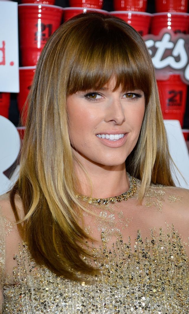 The Best Hairstyles for Oval Faces: Blunt Bangs Show Off Gorgeous Eyes