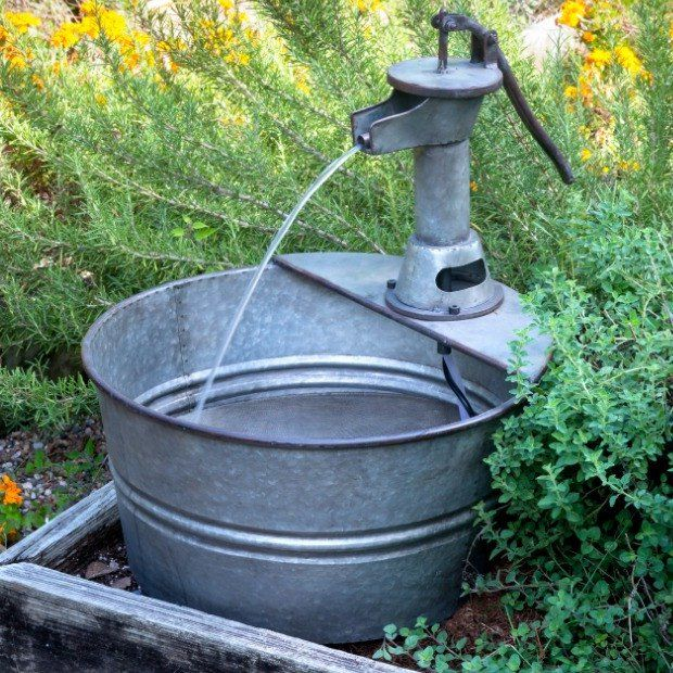 Old Fashion Water Pump Outdoor Fountain