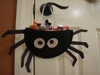spider candy holder. Awesome idea for a Great Pumpkin supprise