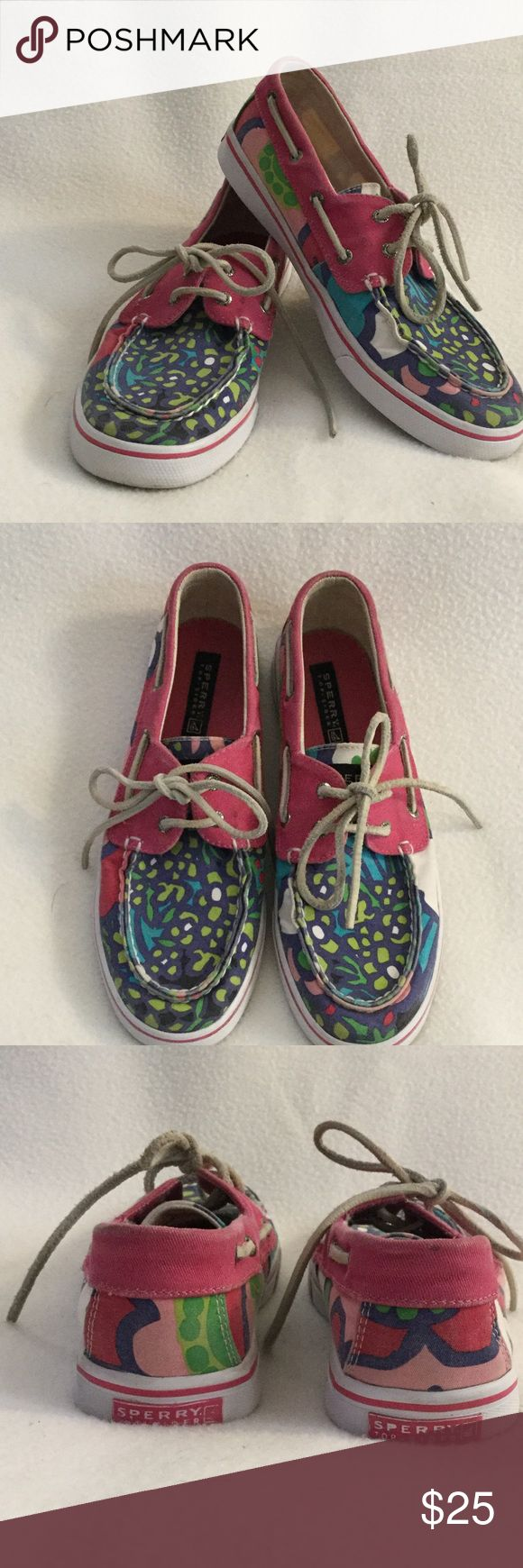 🌺🌼SPERRY TOP-SIDER🌼🌸 Fun uni-sex Sperry's for summer. There are some marks and fading on the material but otherwise in great condition. Style name: Bahama. Men's Size 5.5, women's size 7. These run a bit big so they will fit a 7 1/2 Sperry Shoes Flats & Loafers