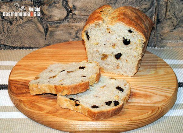Pan de molde con nueces, avellanas y pasas