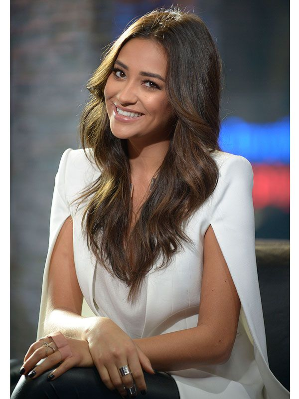 Shay Mitchell: On the Surprising Trick She Uses to Remove Her Makeup and More! http://stylenews.peoplestylewatch.com/2014/10/14/shay-mitchell-makeup-tips-blog-pretty-little-liars/