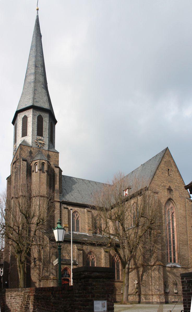 Igreja Paroquial de São Martinho na cidade medieval de Zons, estado da Renânia do Norte-Vestfália, Alemanha.  Fotografia: Beckstet.