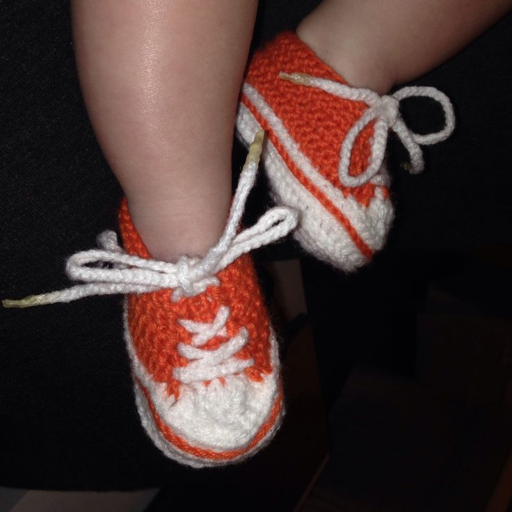 Crocheted baby converse - pattern from Ravelry