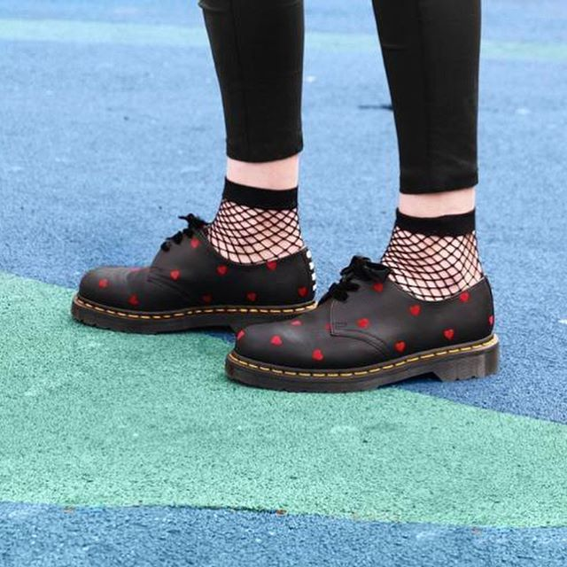 genuino skipper Nord Ovest  Don't care The Lazy Oaf x Dr. Martens 2017 Fall/Winter collection. via ELLE  HONG KONG MAGAZINE OFFICIAL INSTAGRAM – Fashion Campaig… (With images) |  Fashion, Lazy oaf, Punk boots