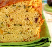 Cake de polenta, amandes & courgettes #recette #cake #polenta #facile