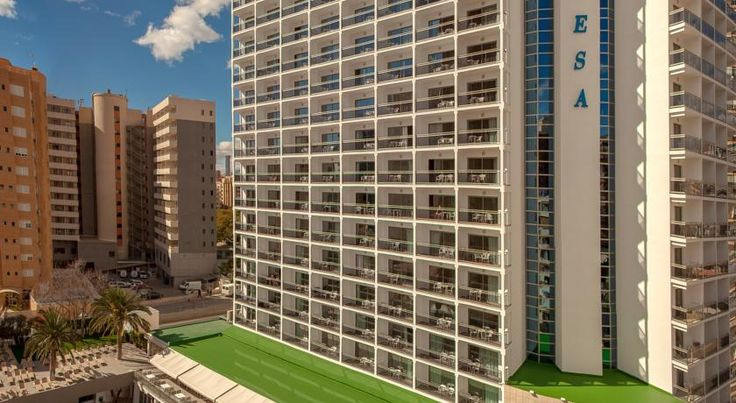 Hotel RH Princesa Benidorm RH Princesa has a peaceful setting in Benidorm, 400 metres from Levante Beach. The hotel offers a swimming pool with 2 slides, a hydromassage pool and a splash zone with games for children. Free WiFi is provided.