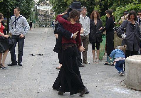 Tänzer, Bildbeschreibung. Aus dem Lerntipp: Mit Bildern lernen