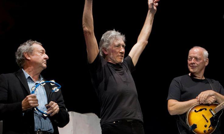 « Nous avons décidé de mettre nos griefs – nos griefs très forts – côté et tout sorte de prends-toi, » dit le guitariste David Gilmour via Skype, « et la seule façon que nous parvenions à faire était de mettre tout le répertoire de Pink Floyd côté pour cette tournée. Roger [Waters] a refusé de jouer des chansons de Pink Floyd, et je suis d'accord avec ça. » Roger Waters a ri. « Rien ne pouvait être plus éloigné de la vérité, » a dit eaux. « Je suis prêt à jouer pratiquement n'importe quelle…