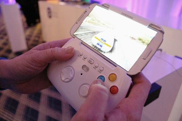 Samsung coming up with a #gamepad for #galaxy devices