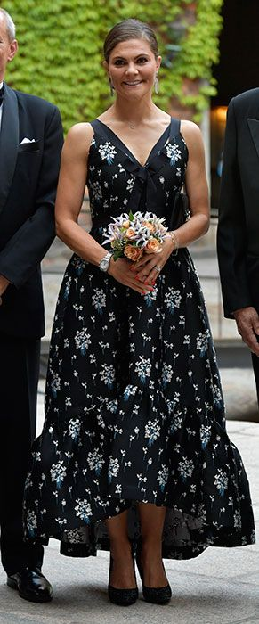 Victoria Crown Just The Princess Beautiful Most Dress Wore kOX8Pn0w