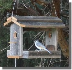 Wooden bird feeder plans - these easy to make, and free bird feeder plans, are easy to understand and follow. This particular homemade bird feeder is made entirely of old fence boards, so it doesn't cost anthing except a few nails and a small piece of aluminum screen. #buildabirdhousekit