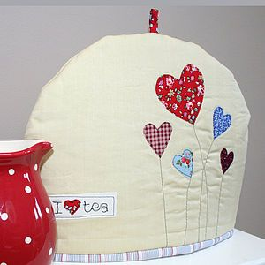 Tea cosy with hearts