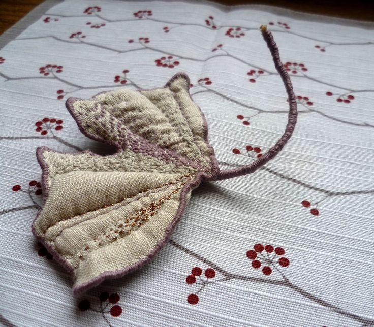 Linen jewel / The Gingko 2016 / atelier JEN LEN / 100% linen, with hand embroidery (Marketa Vachalova Vojtiskova)