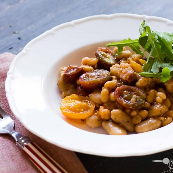 Herbed breakfast baked beans - vegan