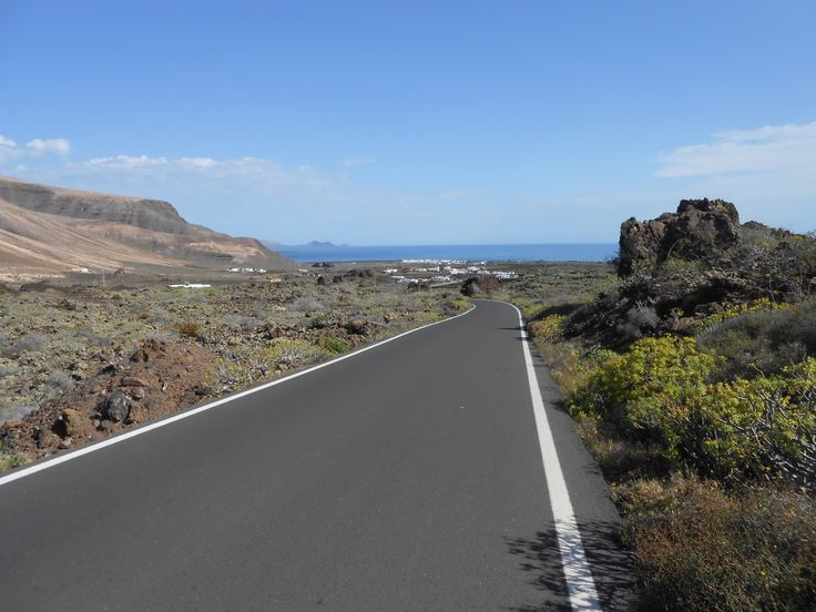 A few clouds first thing which will burn off by mid morning for a clear and sunny day in Lanzarote. A lighter wind with 15-20 km/h from the north / north east. 25 degrees. Image: Órzola Published: 28th April 2014