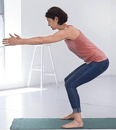 Fysioterapeut Mette Vilby viser dig 8 nemme rygøvelser, der sagtens kan laves hjemme på stuegulvet.