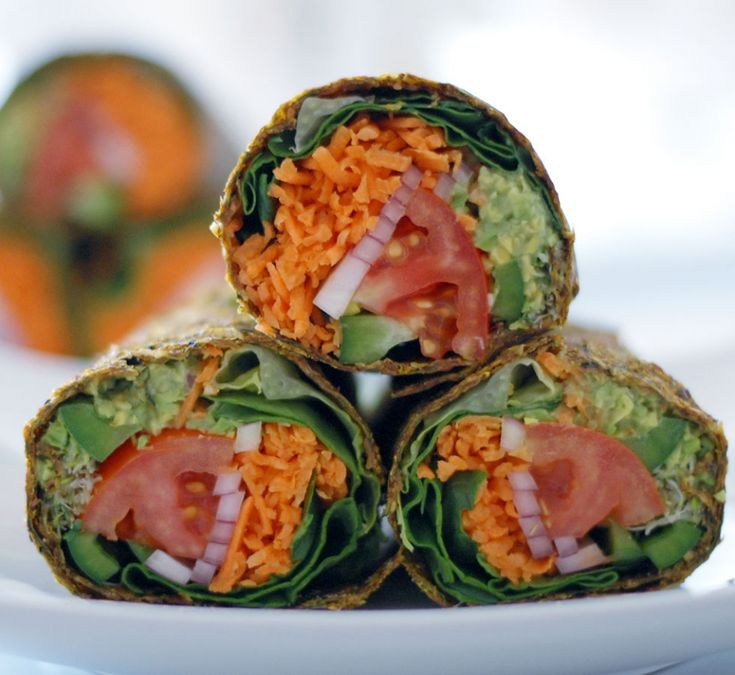 Raw Vegan Recipe: Gluten-free guacamole wrap with tomato, lettuce, bell pepper and red onion in a zucchini, apple and flax seed crust