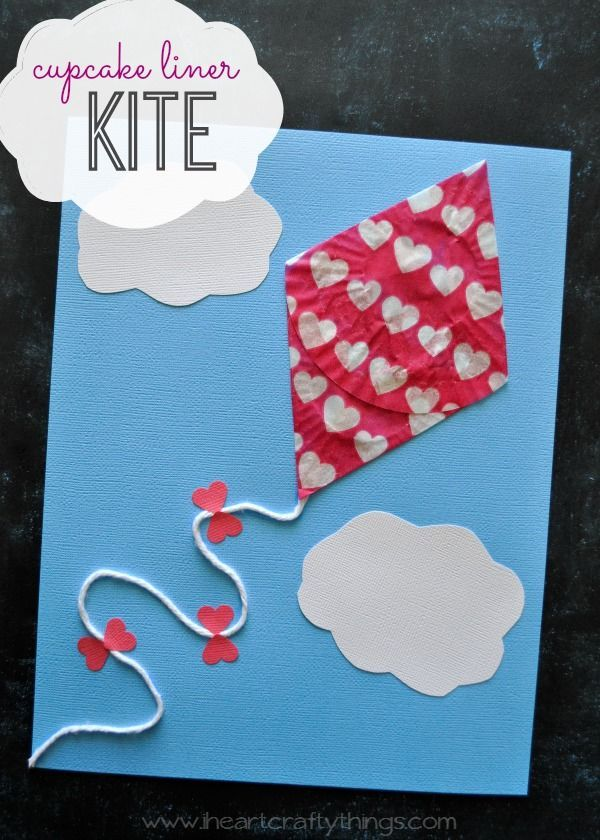 Cupcake Liner Kite Craft for Kids | Fun kids craft for spring and after flying a kite. Book recommendations are in the post. | from iheartcraftythings.com