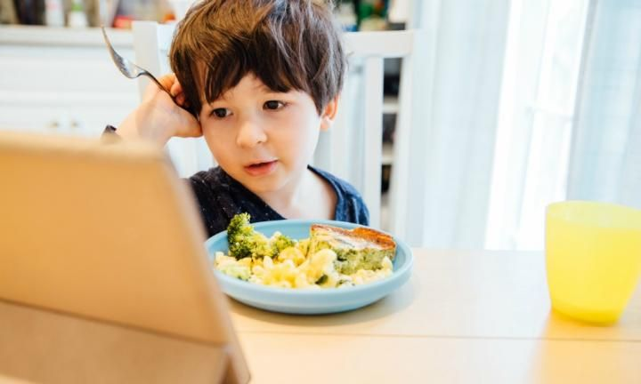 How to enjoy screen-free mealtime without the tantrums