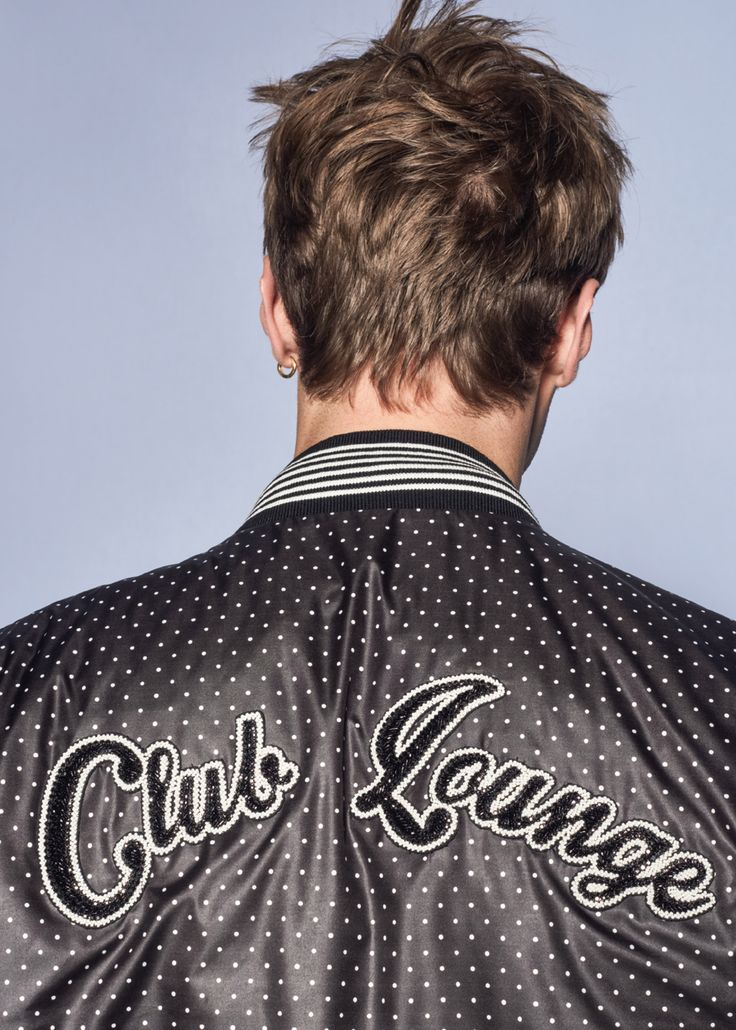 Belonging to a club means an affinity of taste, thought and intentions among its members. The logo of a club embroidered onto a garment celebrates shared goals and passions.