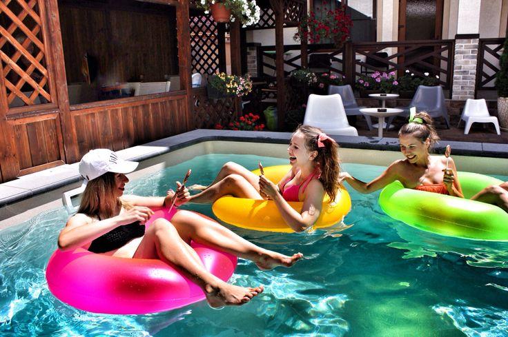 Девчонки весело бассейн вечеринка pool party girls hen henparty дивишник дивичник