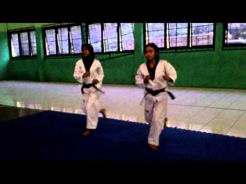 basic kicks and flexibility for poomsae, tendangan dasar dan fleksibilit...