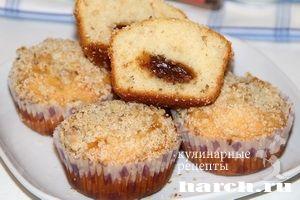 Кексы со сгущенкой и ореховой посыпкой