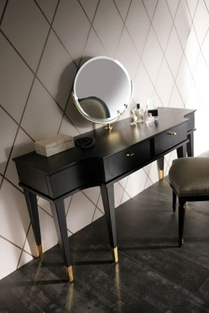 vanity - love this big face mirror!