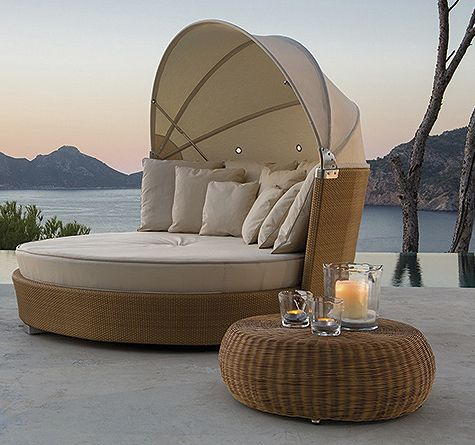 Sonneninsel romantic aus wetterfestem rattan ein for Outdoor pool daybeds