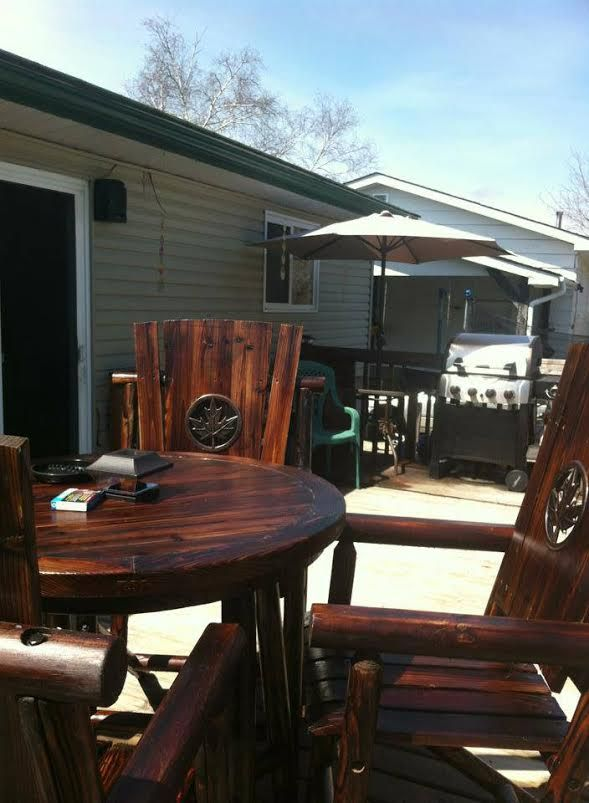 These Maple Leaf Char Log Chairs Look Great In Their Backyard Home In  Canada! | Your Leigh Country | Pinterest | Log Chairs