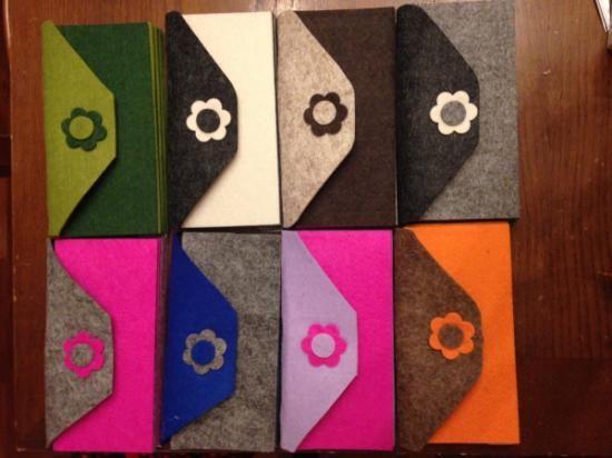 oggetto artigianale in vari colori portafoglio in feltro feltro incollaggio