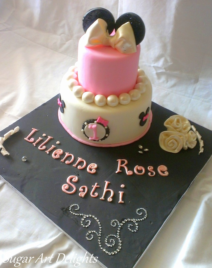 A minnie mouse themed cake