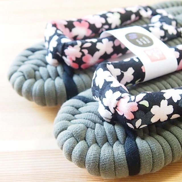 【fukkuranunozouri】さんのInstagramをピンしています。 《渋い桜柄のふっくら布ぞうり。桜の鼻緒は、外国の方に人気です。 fukkura-shop.com #布ぞうり #布草履 #手仕事 #健康 #室内履き #日本製 #ギフト #プレゼント #贈り物 #一点もの #東日本大震災 #東北 #綿 #さわやか #雑貨 #storesjp #present #slippers #craftwork #madeinjapan #花柄 #桜 #渋い色 #sakura》
