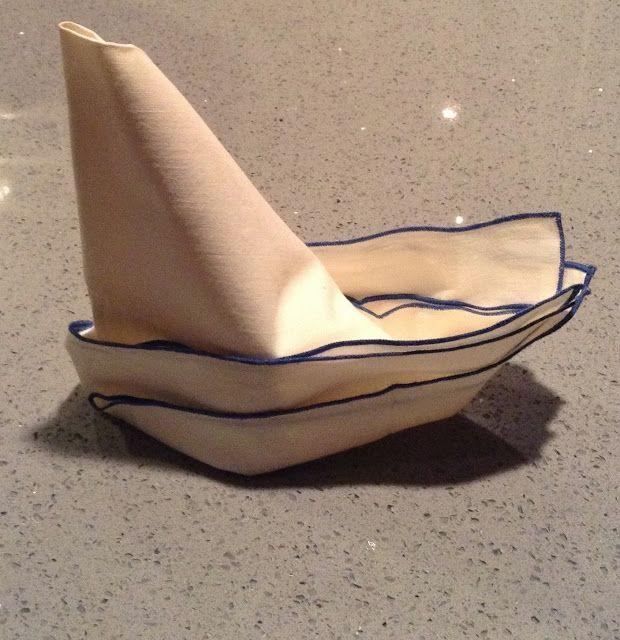 Tutorial:  Sailboat napkin fold