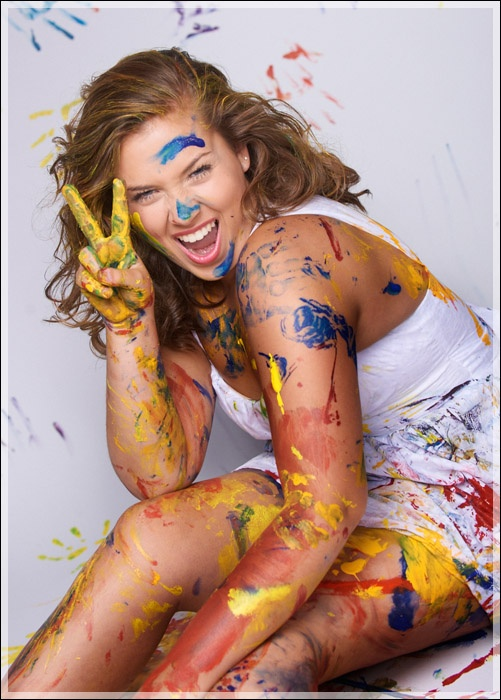 Ellen Smithey Brought In Paints To Make This Amazing Senior Picture At StudioK
