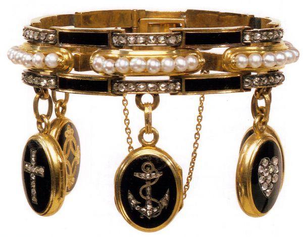 MOURNING JEWELRY~ Bracelet de deuil avec médaillonsor, émail, perles, diamants - 1860 - Victoria & Albert Museum