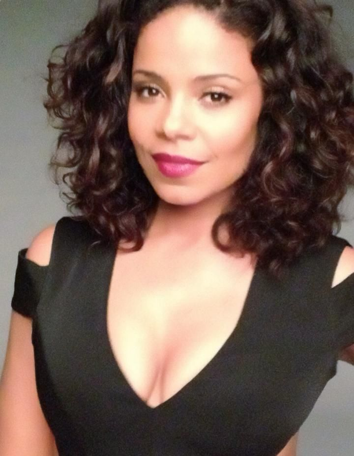 Her cheek bones though >Sanaa Lathan