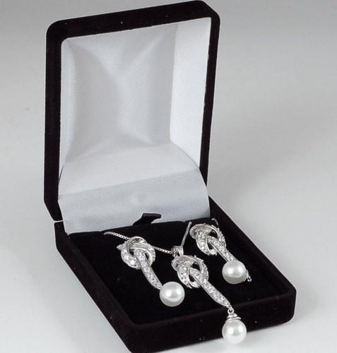 Parure in Argento Perle e Zirconi £60